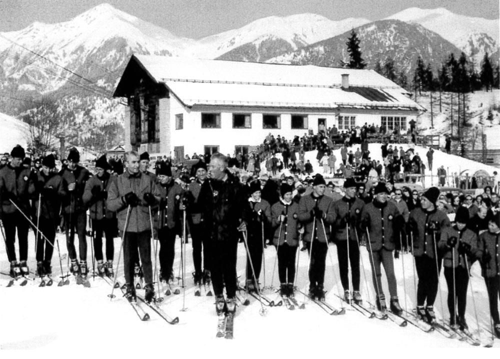 Schah von Persien mit Leiter der Skischule Bad Gastein